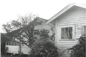 Side view of Jeanfreaux's Fishermen's Rest in May 2001.
